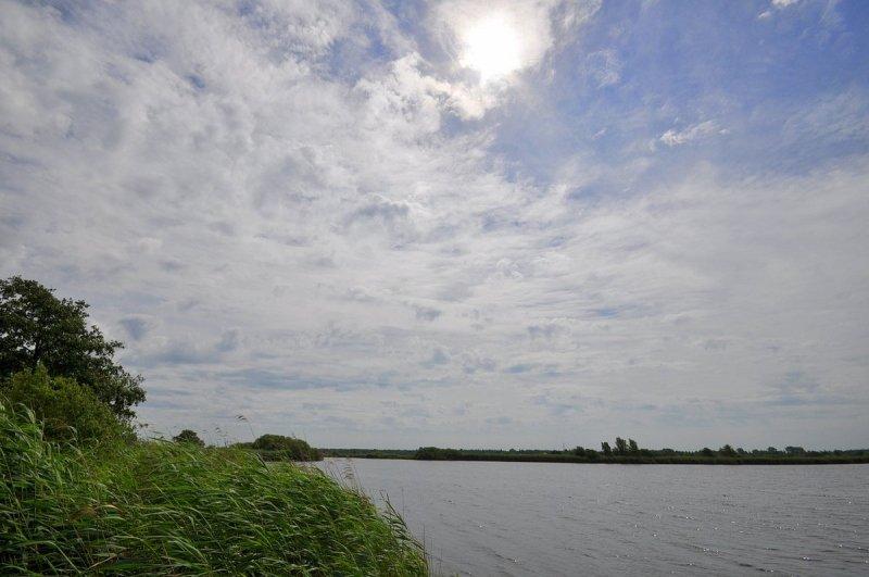 Wolkenvelden, ook wat zon. Deze foto van Ben Saanen was treffend gisteren.