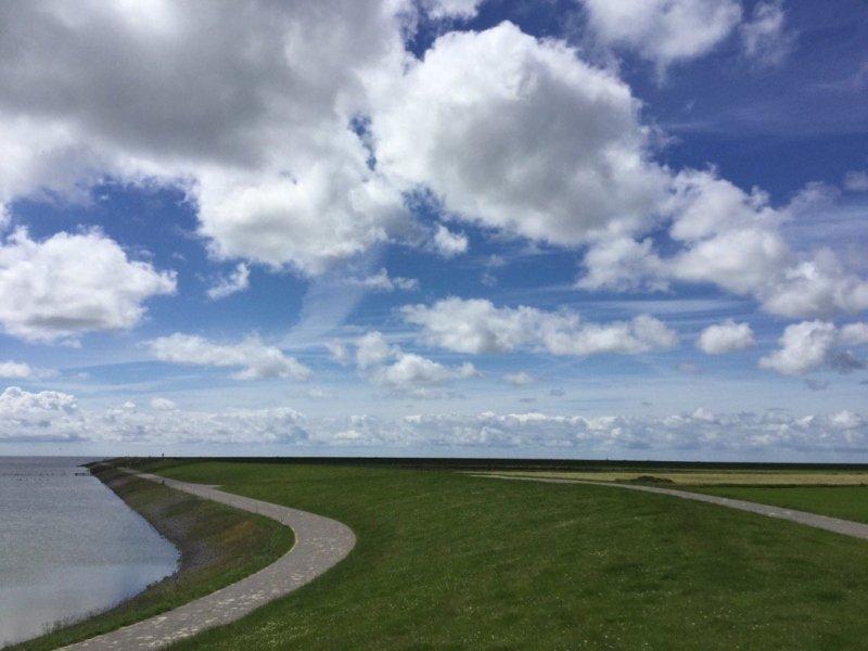 een fraaie mix van zon en wolken gisteren. Deze foto werd gemaakt door Ab Donker.