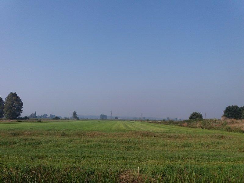 Foto vanochtend rond 10:00 van de lucht in Wageningen. Onderin is duidelijk een grijze/bruinere laag te zien: zomersmog.