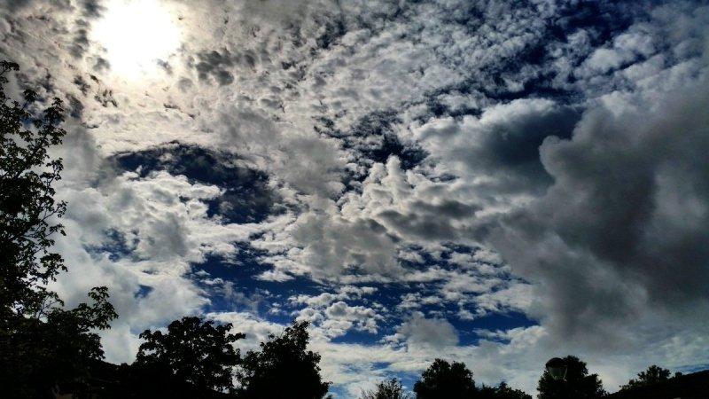 Na een bewolkte dag klaarde het gistermiddag geleidelijk op. Deze prachtige foto werd gemaakt door Jeroen Bronkhorst.