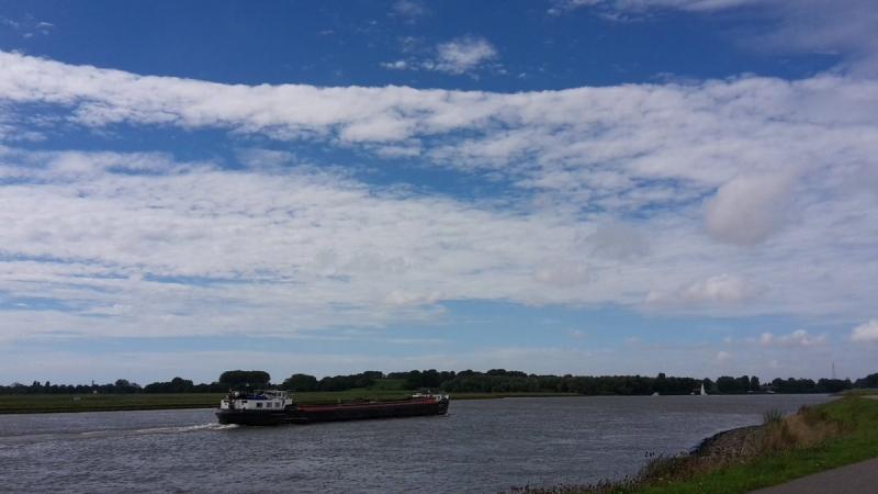 Vanuit het zuidwesten klaarde het gistermiddag steeds meer op. Deze foto werd gemaakt door Johan Klos.