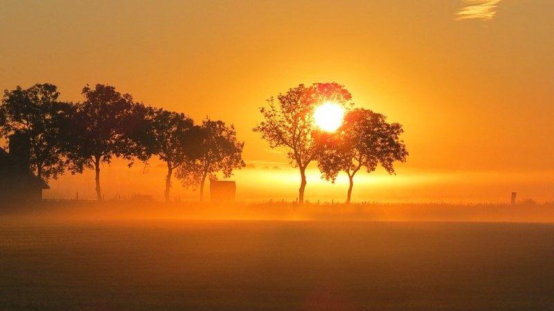 De zon kwam gisteren al fraai op. Foto werd gemaakt door Jannes Wiersema.