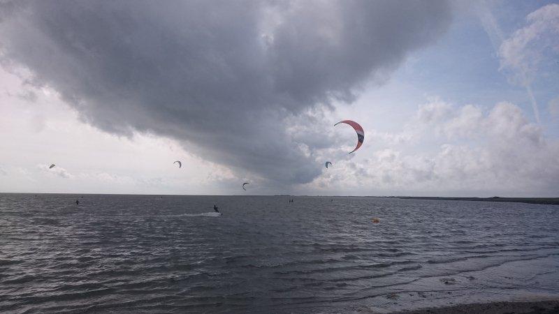 prachtige foto ingestuurd door Carel ten Hoor. Wolkenvelden, maar er waren ook opklaringen zichtbaar.