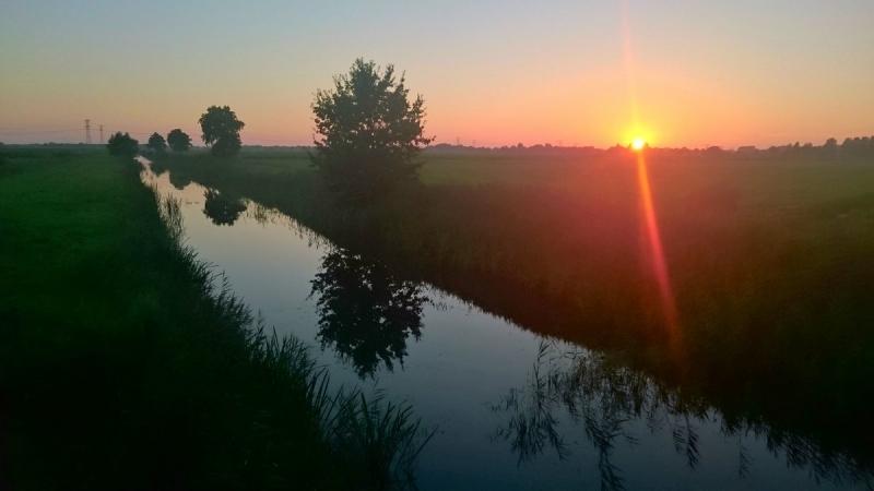de zon ging gisteren fraai onder. De foto werd gemaakt door Henk Haveman.