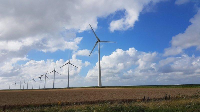Jannes Wiersema. De molens kunnen draaien vandaag. Een stevig windje zal er staan.