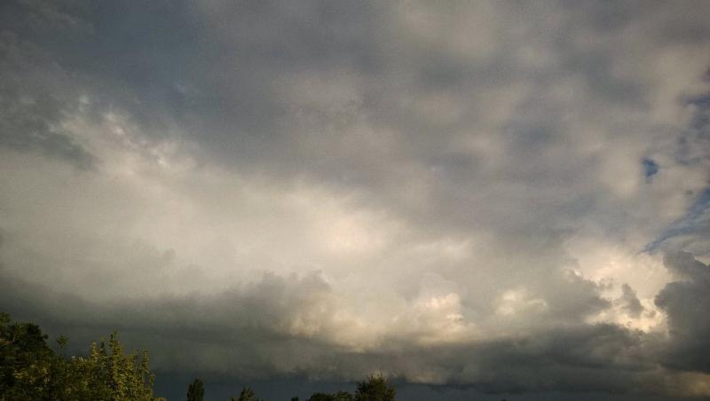 via: Meteo-Nederland. Gisterochtend rond 8:00 uur in Stiens, Frl