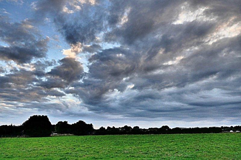In het zuidoosten van het land kwamen er naast wolkenvelden ook nog opklaringen voor. Foto werd gemaakt door Ria Gerards