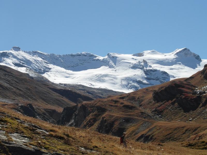 Uitzicht vanaf Rifugio Benevolo in de Italiaanse Alpen. De gletsjers glinsteren in het overvloedige zonlicht. Met dank aan Gert Jan Kruizinga