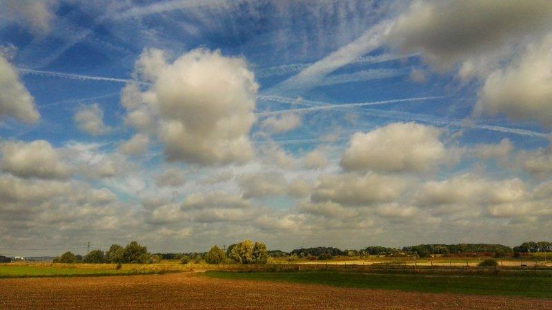 een fraaie mix van wolken en opklaringen. De foto werd gemaakt door Joyce Derksen