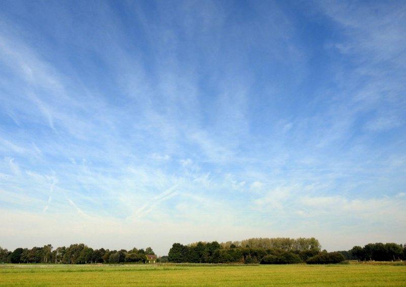 de zon scheen, maar er waren ook vrij veel sluierwolken. De foto werd gemaakt door Chris Strijbos