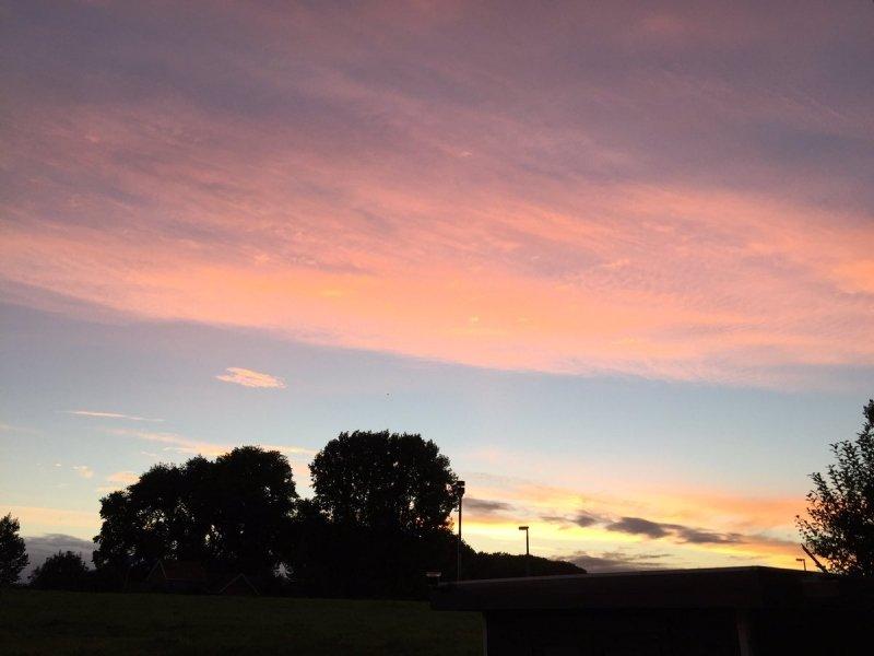 Ook bij Arno van Brakel een gekleurde lucht bij zonsopkomst.