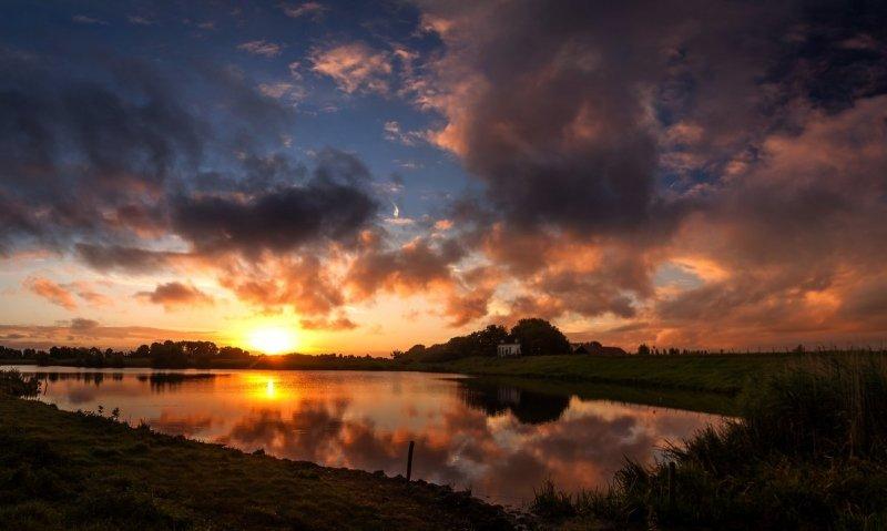 Gisteren kwam de zon weer zeer fraai op. Deze prachtige foto werd gemaakt door Marinus de Keijzer.