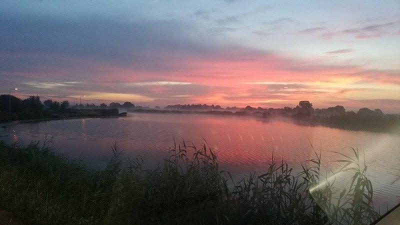 de zonsopkomst was gisteren erg fraai. Deze foto werd gemaakt door Dick van Andel.