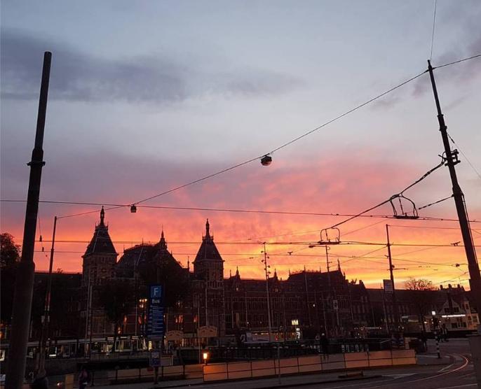 Ook ikzelf maakte een foto van de gekleurde zonsopkomst.