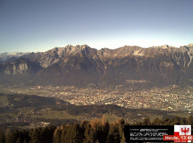 Dit uitzicht over Innsbruck zoals vandaag kan de komende dagen flink veranderen met de winterse periode in het vooruitzicht. Bron: Bergfex.
