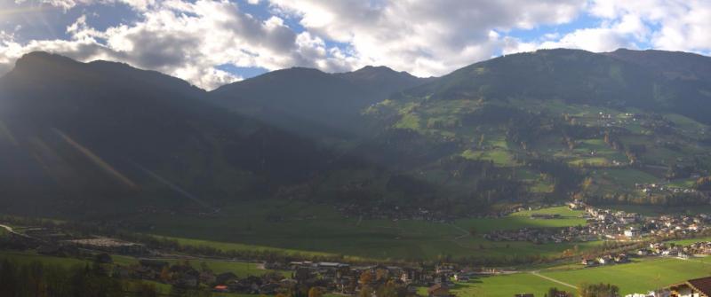 Nu nog groen, wordt het hier in Mayrhofen woensdag/donderdag eventjes wit? Bron: http://460.panomax.at/