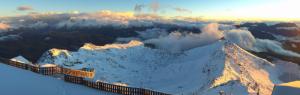Een prachtige zonsondergang gisteren op de Pic Blanc nabij Alpe d'Huez. Bron;  http://alpedhuez.roundshot.com/pic-blanc/