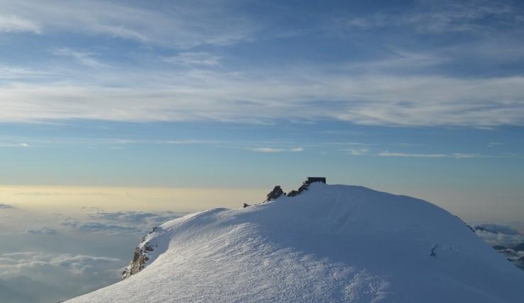 De Margherita hut ligt schitterend gelegen bovenop de Signalkuppe, op ruim 4500 meter hoogte.
