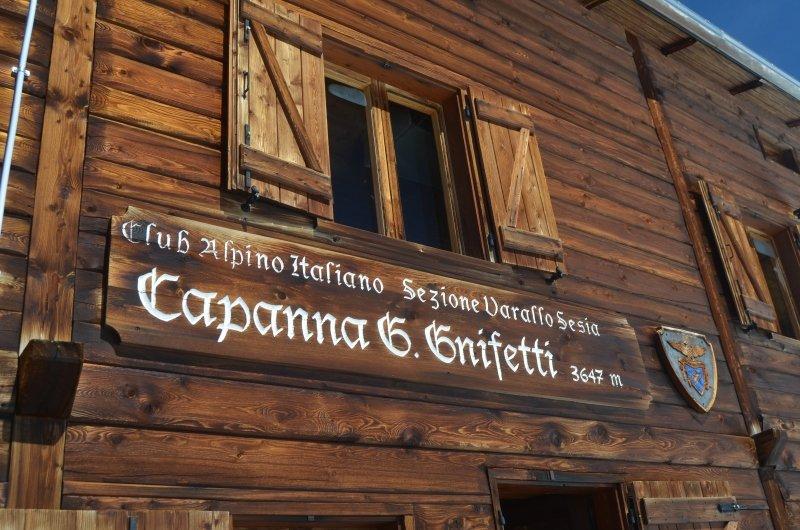 De Italiaanse Gnifetti hut ligt aan de voet van de Monte Rosa op bijna 3700 meter hoogte
