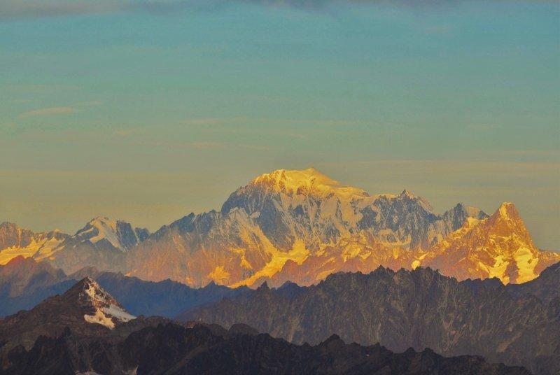 De Mont Blanc bij zonsopkomst is een waar spektakel