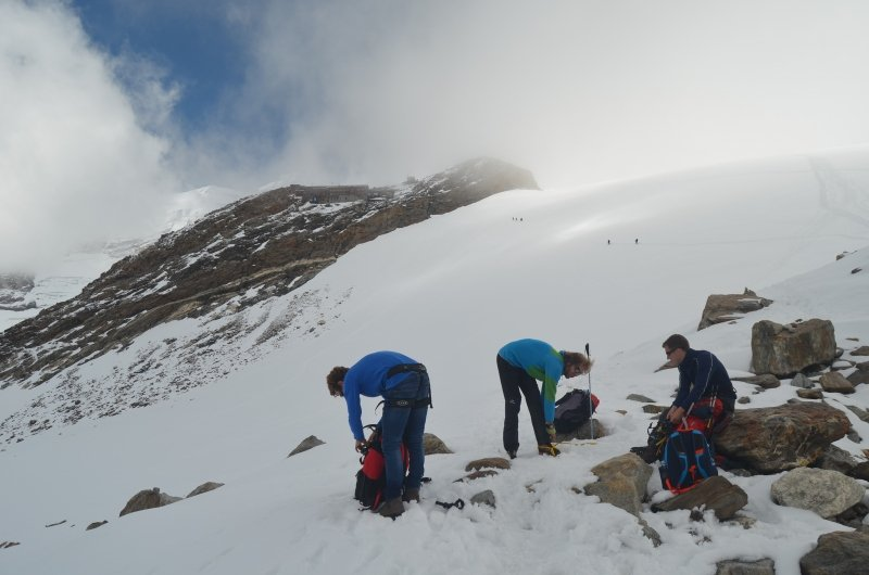 Om de Indren gletsjer over te steken zijn stijgijzer noodzakelijk