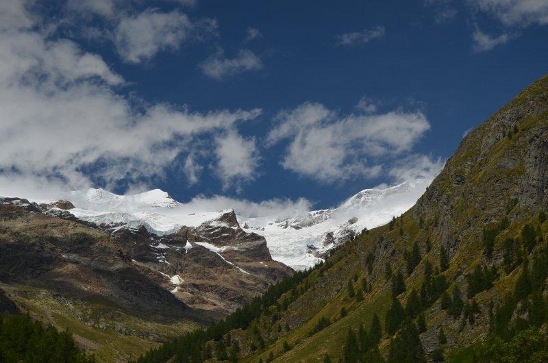 Aan het eind van het Gressoney dal opent het zicht richting het Monte Rosa massief