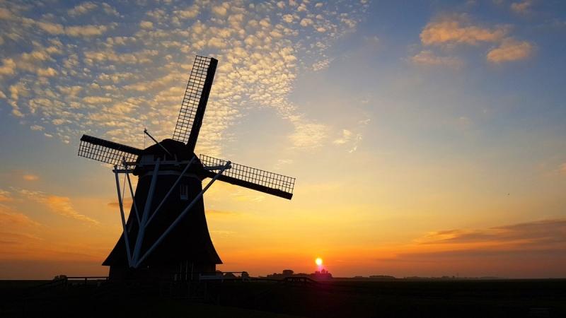de zon ging gisteren, na een op veel plaatsen prachtige dag, weer fraai onder. De foto werd gemaakt door Jannes Wiersema.