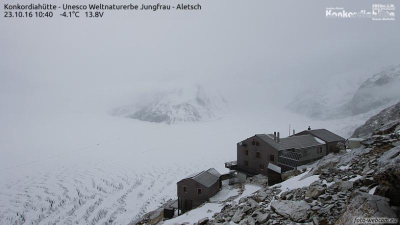 Veel bewolking en een beetje neerslag vandaag nabij de Konkordiahutte bij de Aletsch gletsjer. Bron: konkordiahuette.ch