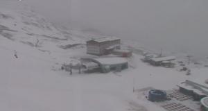 Momenteel lichte sneeuwval op de gletsjer in Kaprun. Het sneeuwt boven dik 2200 meter. Bron: Bergfex.com