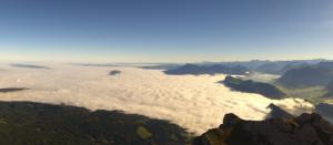 Lage wolkenvelden zijn vandaag te vinden in het noorden van Zwitserland op een hoogte van ongeveer 600-800 meter. Bron: Pilatus-Luzern