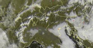 Zonnig weer in de Alpen vandaag; De vers gevallen sneeuw zorgt voor een mooi gekarteld beeld van de Alpen. Bron: sat24