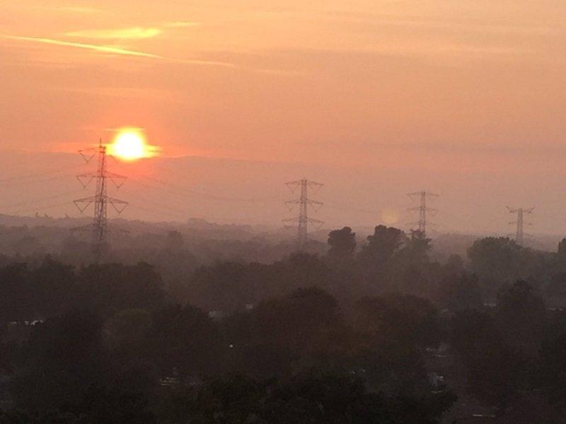 de zon kwam later op de dag toch nog even tevoorschijn in het oosten van het land, maar veel was het niet... De foto werd gemaakt door Arno van Brakel.