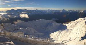 Ook op de Pic Blanc is het deze ochtend prachtig weer. De verse sneeuw glinstert in de zon.