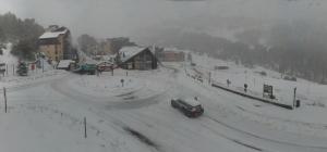 Winterse omstandigheden gisteren in Isola 2000. Na de middag stegen de temperaturen boven 0°C en begon te sneeuw een beetje te smelten. Bron: bergfex.com