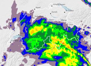 Intense neerslag gestationeerd over de Alpen. De meeste neerslag viel aan de Alpen zuidkant. Bron: meteoschweiz