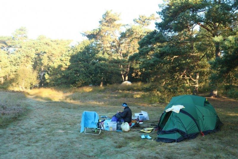 wakker worden na een frisse nacht met nachtvorst. IJs op de tent. De foto werd ingezonden door Bas Ruggeberg.