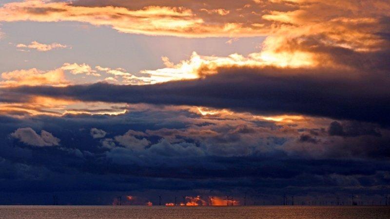 de zon ging ook weer fraai onder. Deze foto werd gemaakt door Sjef Kenniphaas.