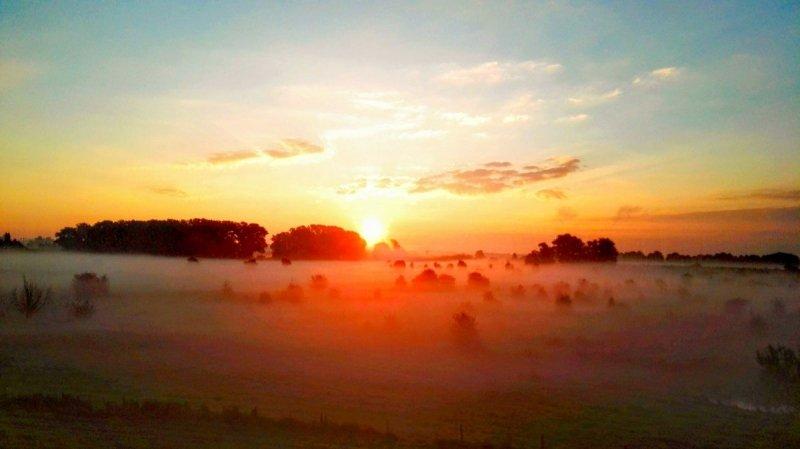 Joyce Derksen maakte gisterochtend deze schitterende foto van de zonsopkomst.