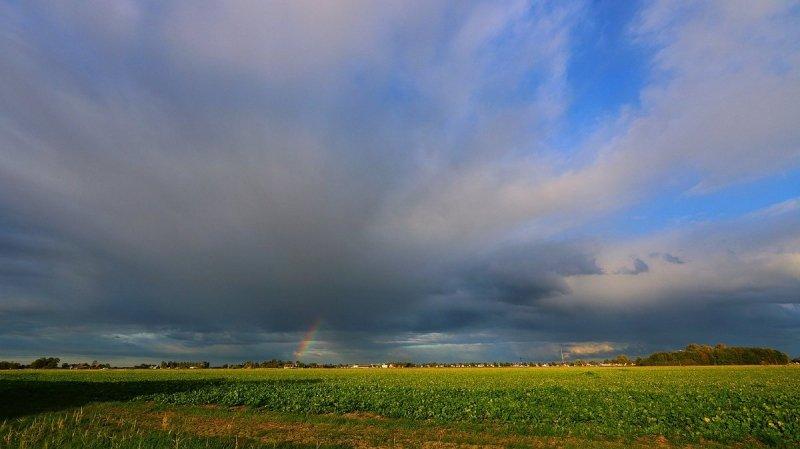 in het noorden van het land kwamen gisteren al enkele buien voor. De foto werd gemaakt door Jannes Wiersema.