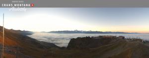 Lage wolken in Wallis maar boven de wolken is het al mooi weer. Bron: crans-montana.ch