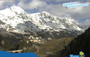 Sneeuw nadert de huizen in Obertauern. De winter komt lager/dichter. Bron: bergfex.com