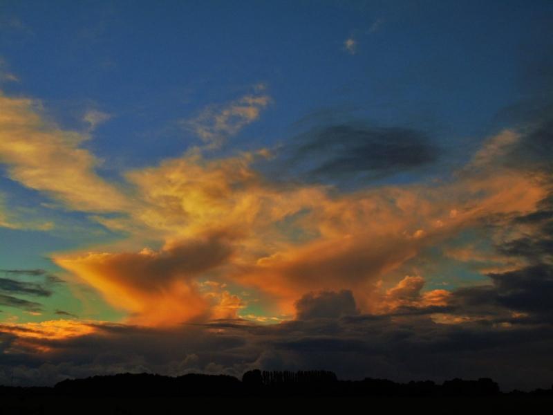 de zon ging ook weer fraai onder. De foto werd ontvangen via Twitter van @SevereWeather_N