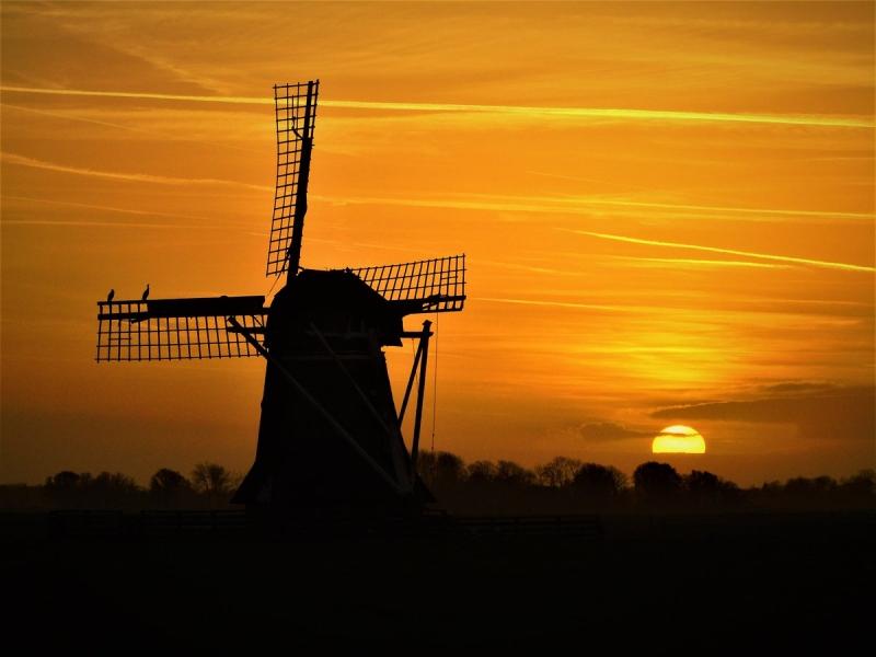 de zonsondergang was voor de zoveelstse dag op rij prachtig. Deze foto werd ontvangen via Twitter. @SevereWeather_N