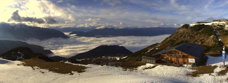De bergen kunnen wel een verse laag sneeuw gebruiken (Tauplitz). Bron: panoramax.com