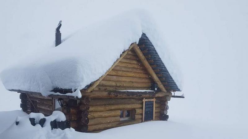 Wat een pak sneeuw in Ticino. Meer dan een meter sneeuw boven 2000 meter. Bron: twitter Alpenweerman