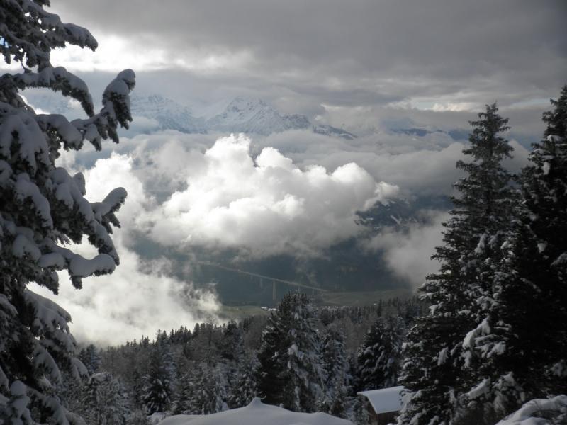 Zicht vanaf de Patscherkofel nabij Innsbruck op de Europabrug afgelopen weekend. Het dal is groen, maar op 1800 meter hoogte lag grofweg 30 centimeter sneeuw.