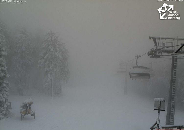 Het weerbeeld van zaterdag? Misschien dat er op de hogere delen (hardnekkige) mist kan blijven hangen. Bron: Skiliftkarussel Winterberg