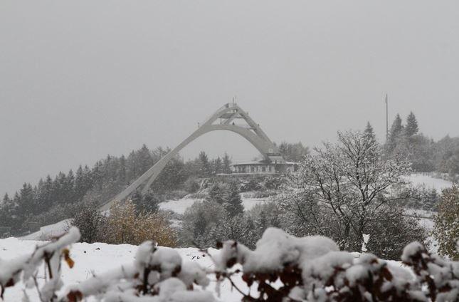 De eerste sneeuw viel begin van de week al, zoals hier in Winterberg. Ondertussen ligt er veel meer sneeuw in het Sauerland. bron @winterarena