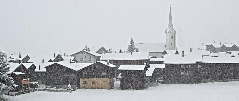 Intense sneeuwval momenteel in Ulrichen in Zwitserland. Daar kan tot en met vannacht nog meer dan 50 cm bijvallen. Bron: bergfex.com