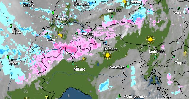 De tweedeling in de Alpen is deze ochtend mooi te zien met neerslag aan de noordkant en zon aan de zuidkant. Bron; wetteronline.de